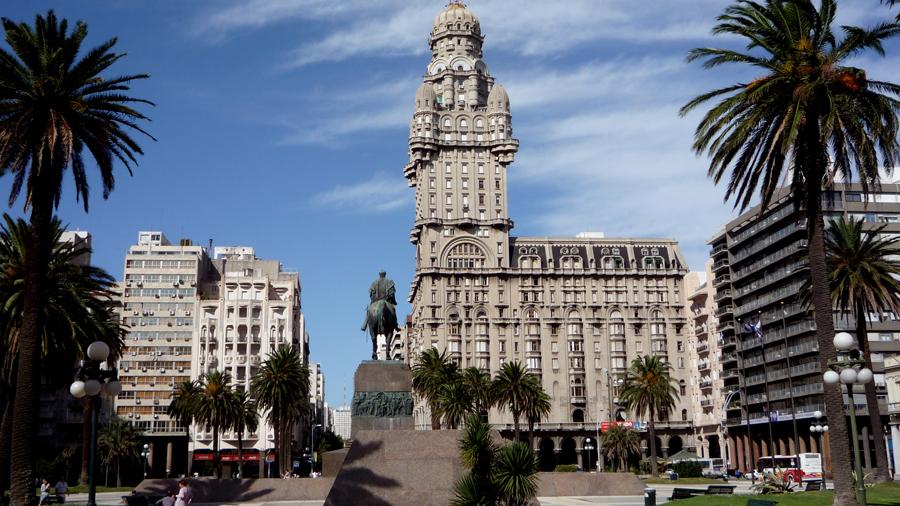 Plaza Independencia in Montevideo, Uruguay